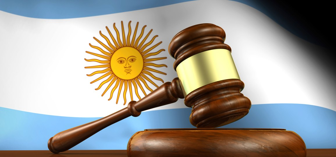 Argentinian-flag-behind-court